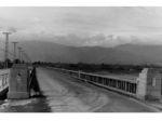 昭和8年竣工の開国橋(東詰)