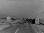 昭和8年竣工(しゅんこう)の開国橋(西詰)